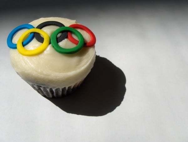 Cupcake décoré aux couleurs des anneaux Olympiques