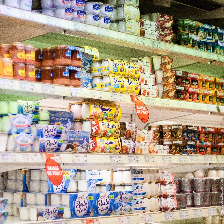 Rayon yaourt à l'épicerie
