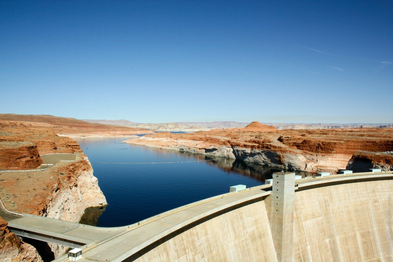 Glen Canyon Dam a créé le basin de rétention du Lac Powell
