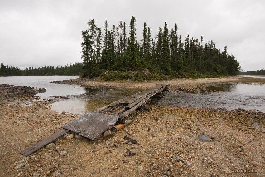 Petit lac accessible par une petite route