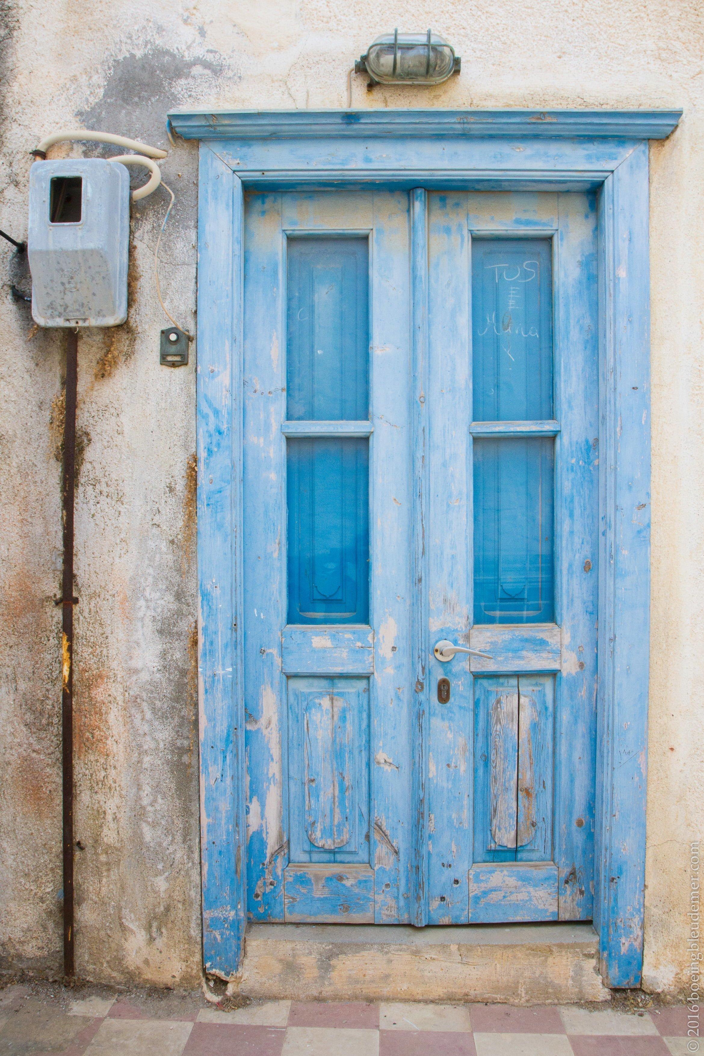 L'île d'Hydra en Grèce: porte bleue