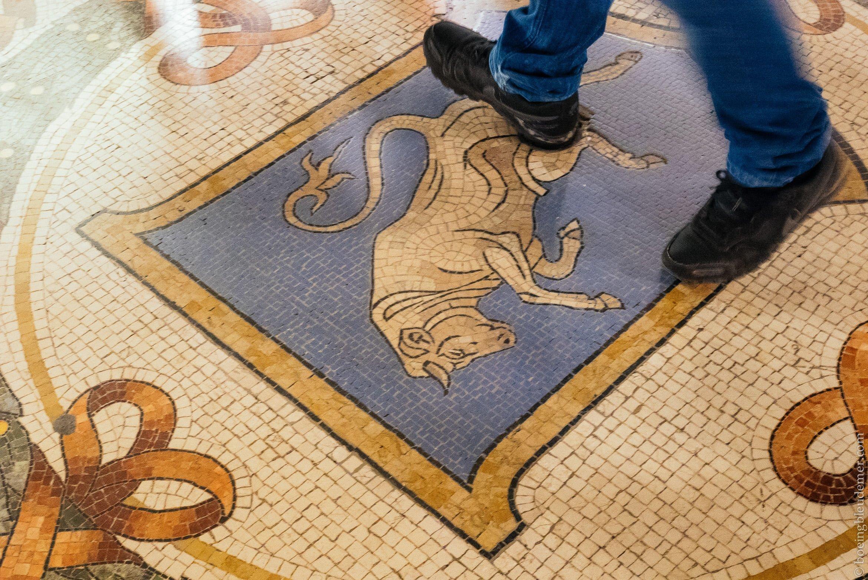 Week-end en amoureux à Milan: Le taureau de la Galleria Vittorio Emanuele II