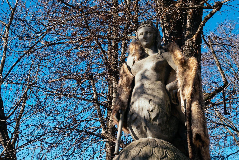 Week-en en amoureux à Milan: Statue à la fourrure du Parco Sempione