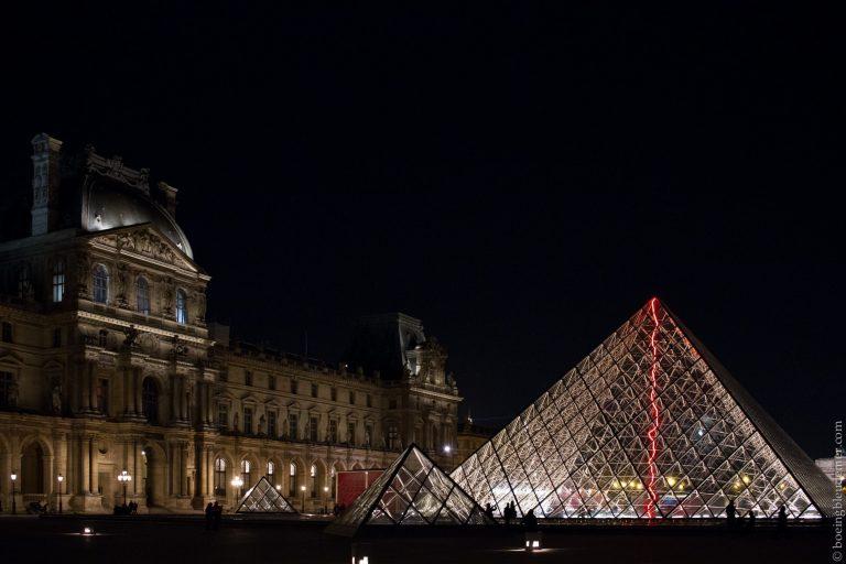 Une saison de douleurs: pyramide du Louvre