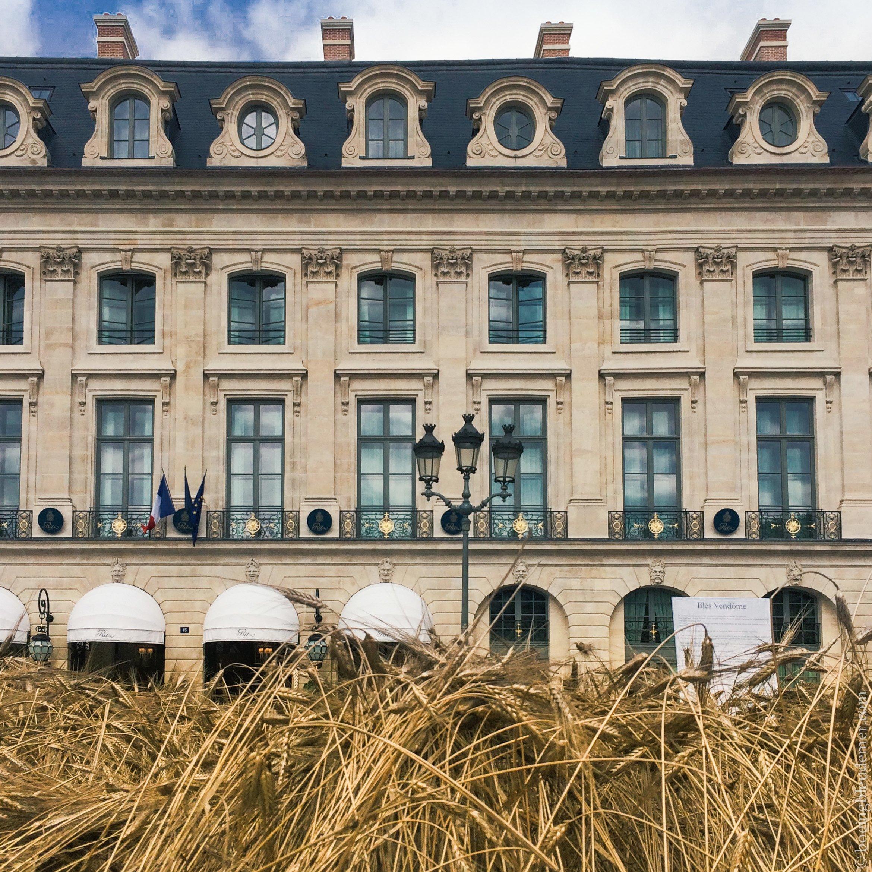 Nature Capital de Chanel devant le Ritz Paris