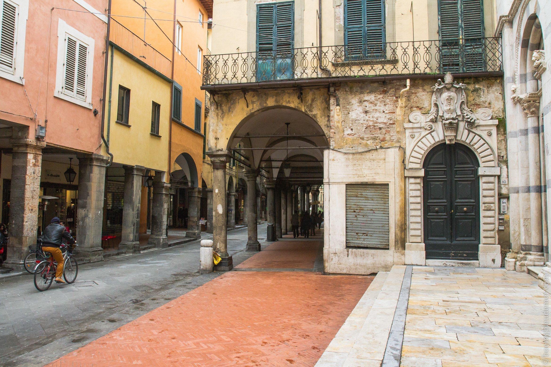 Un week-end à Pise: arcades du Borgo Stretto