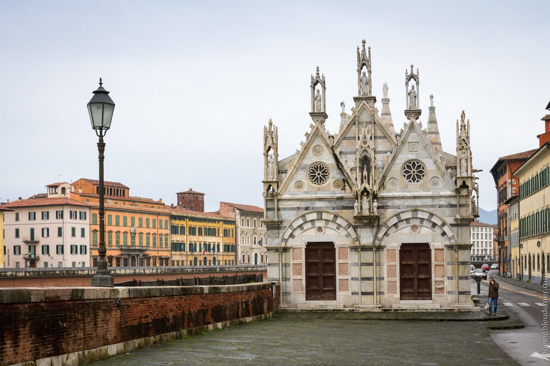 Un week-end à Pise: église au bord de l'Arno