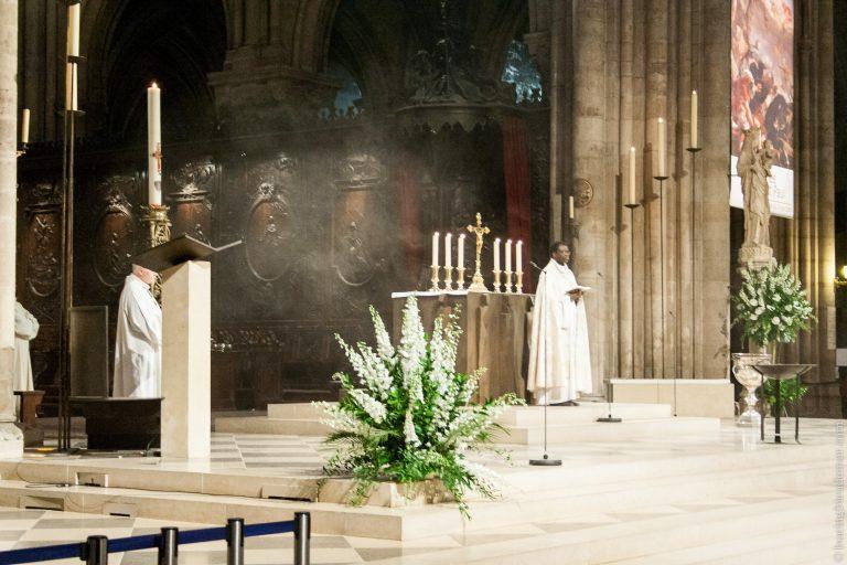 Notre-Dame de Paris: prêtre