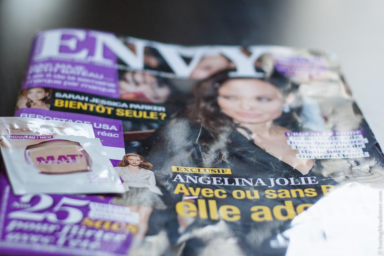 Test de deux produits: un fond de teint et un magazine