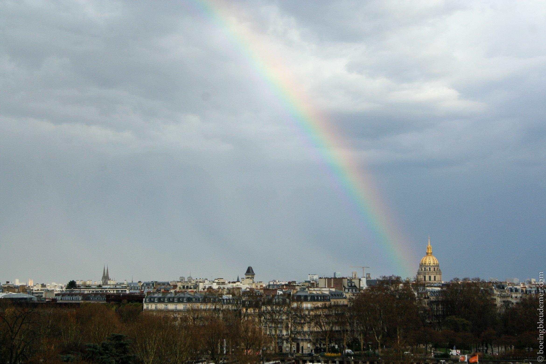 Arc-en-ciel pointant sur le dôme d'or des Invalides