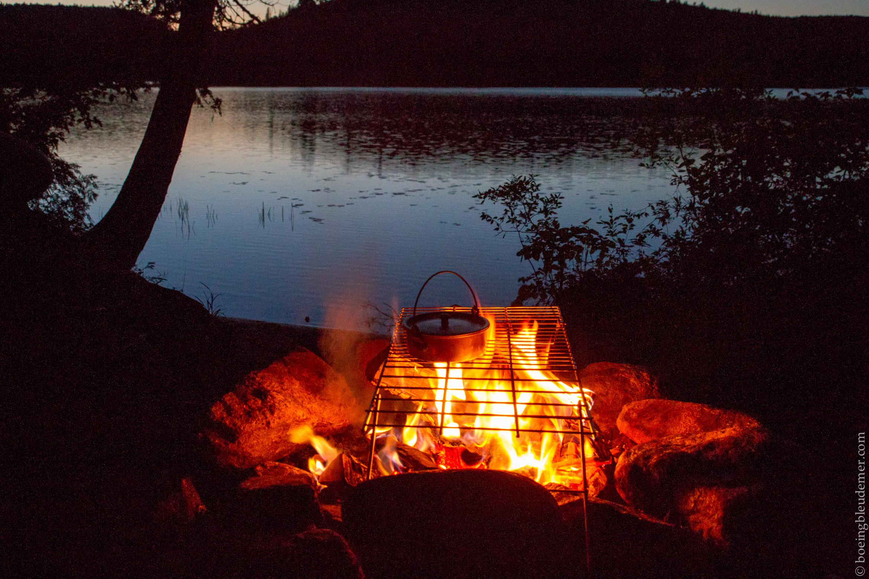Feu au bord du lac aux Sables